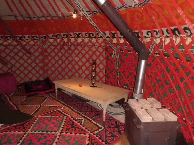 kirgisischer jurtenofen mit kochplatte holzofen terassenofen werkstattofen kohle. Black Bedroom Furniture Sets. Home Design Ideas