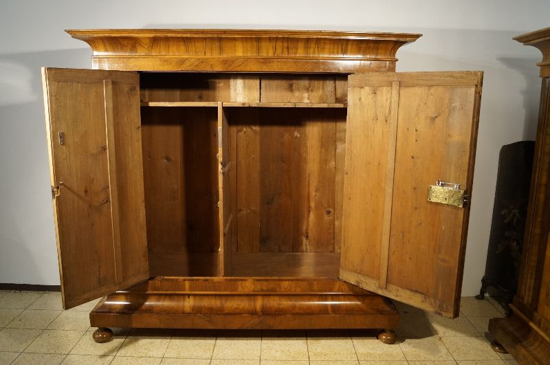 originaler wellenschrank barockschrank um 1750 nussbaum top patina ebay. Black Bedroom Furniture Sets. Home Design Ideas