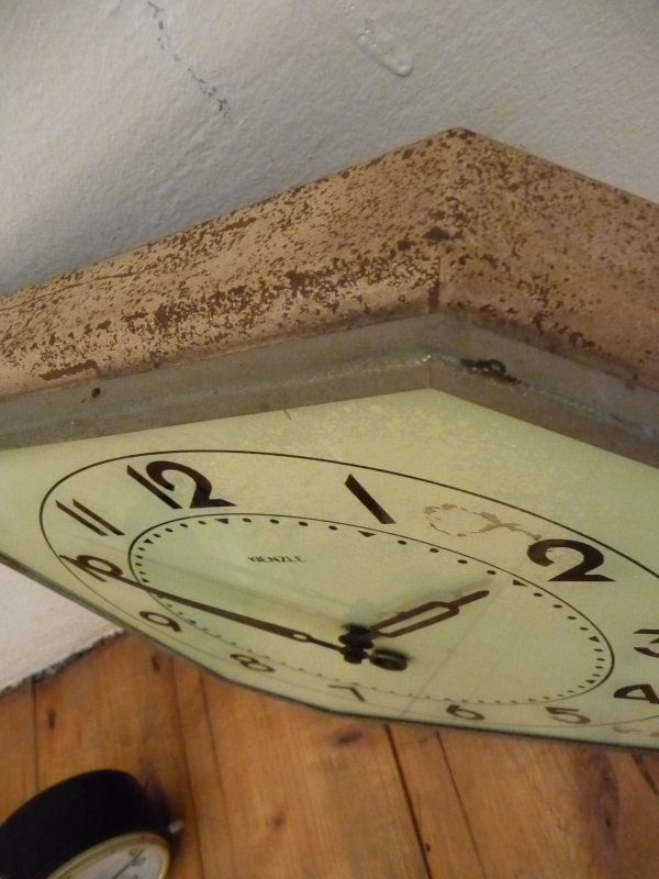 gro e kienzle wanduhr antik alt art deco mechanisch uhr bauhaus ebay. Black Bedroom Furniture Sets. Home Design Ideas