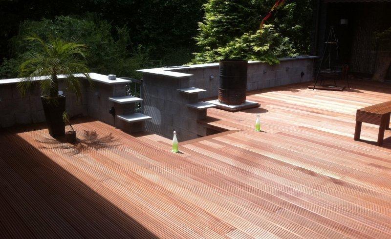 Terrasse terrassenholz bangkirai terrassenbohlen the deck for Garten pool xxl