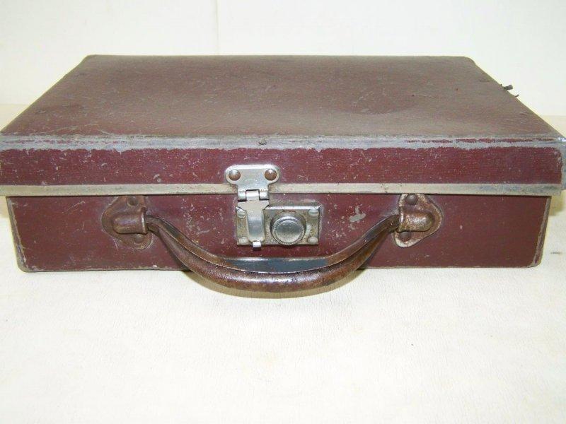 sehr kleiner koffer alter leder koffer 30er 40er jahre. Black Bedroom Furniture Sets. Home Design Ideas
