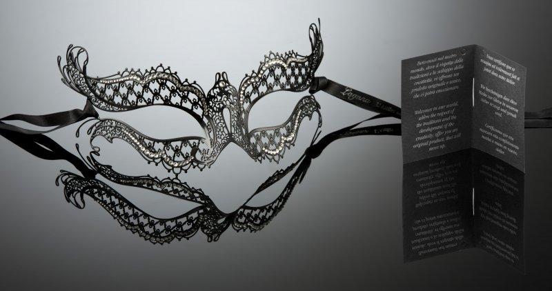 Die Maske auf die kombinierte Gesichtshaut