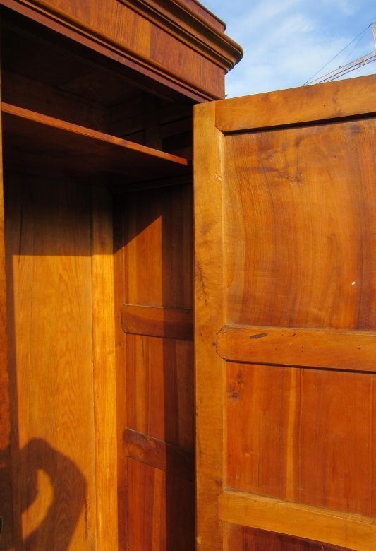 biedermeier kleiderschrank massiv nussbaum um 1820 hand poliert ebay. Black Bedroom Furniture Sets. Home Design Ideas