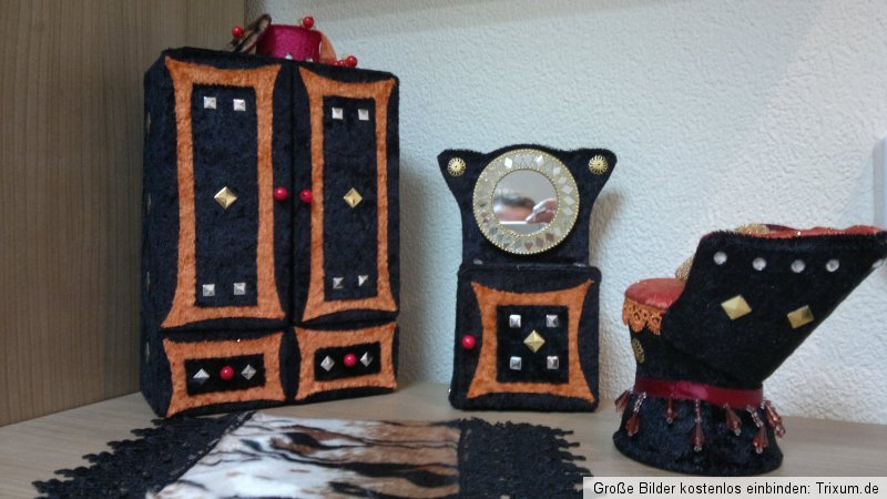 monster hightoralei kleiderschrank sofa barbie haus m bel. Black Bedroom Furniture Sets. Home Design Ideas
