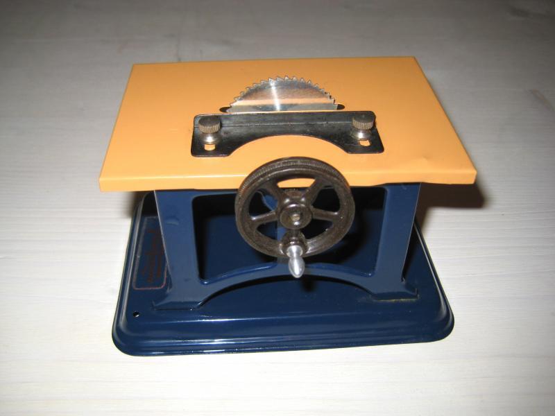 alte tisch kreiss ge fleischmann f r dampfmaschine antriebsmodell blechspielzeug. Black Bedroom Furniture Sets. Home Design Ideas