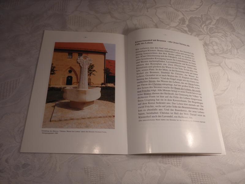 Ein Weg Durch Die Ehemalige Klosteranlage Sonnefeld