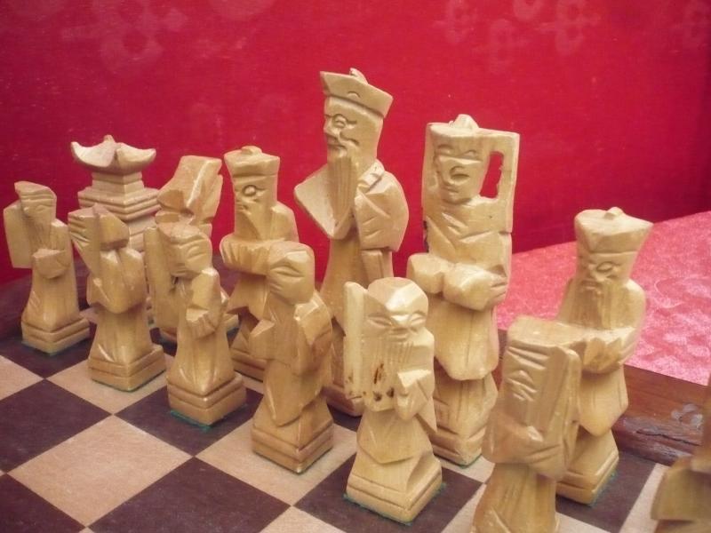 sch nes altes schachspiel holz geschnitzt china ebay. Black Bedroom Furniture Sets. Home Design Ideas
