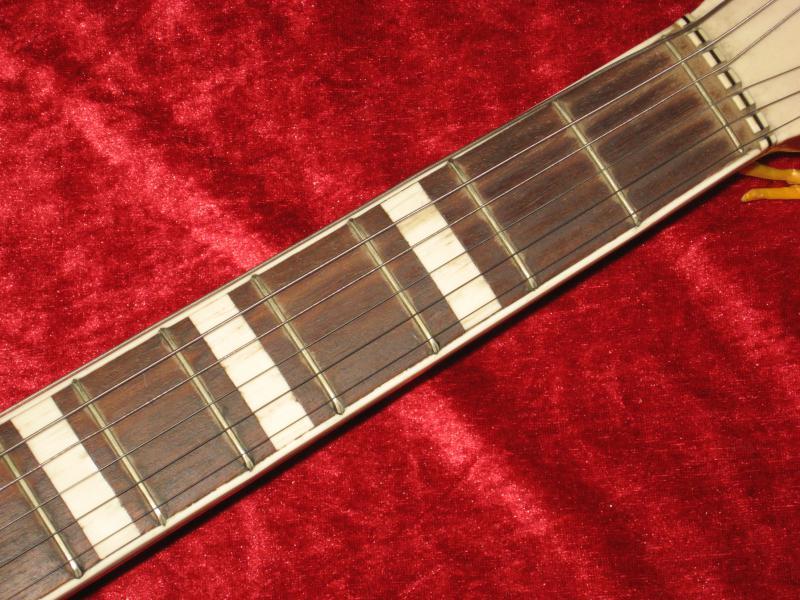 sehr sch ne alte akustik gitarre bezeichnet mit. Black Bedroom Furniture Sets. Home Design Ideas